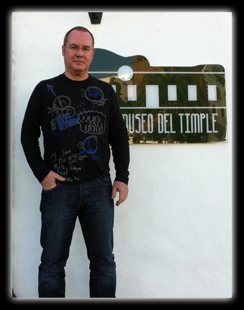 Enrique Mateu en el Museo del Timple